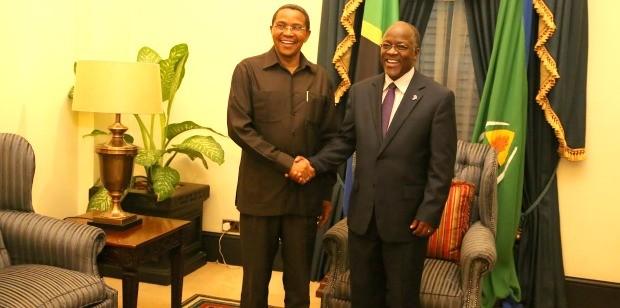 John Magufuli, Rais wa Tanzania akiwa na Jakaya Kikwete, Rais Mstaafu wa awamu ya nne wa Tanzania